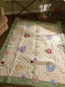 Beautiful Girly comforter that looks like a quilt