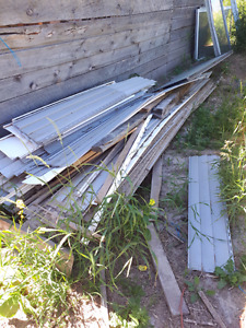 Free building material  and pallets