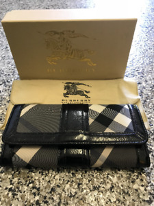 BURBERRY Black Patent Leather Beat Check Long Continental Wallet