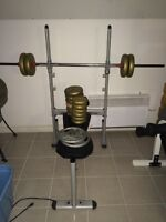 Bench press + 105 livres de poids
