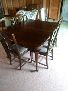 Excellent condition antique dinning table and china cabinet