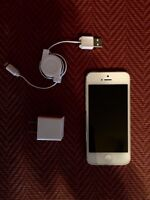 Excellent like new condition white iPhone 5!