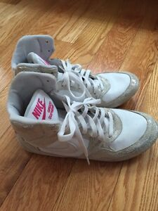 Nike size 10 high tops woman's white and silver paisley print Kitchener / Waterloo Kitchener Area image 2