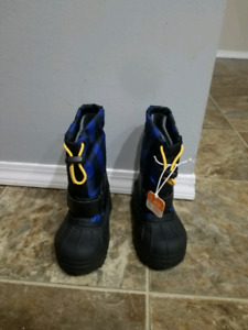 Brand new Columbia snow shoes