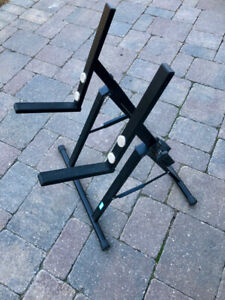 YORKVILLE AMP STAND- AS NEW!