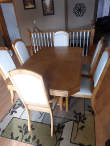 Kitchen Table, 6 Chairs and Leaf