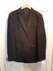 BRAND NEW Condition Boys Youth Suit - Size 18