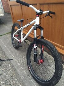 Downhill bike / jump bike
