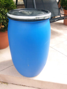 30 gallon plastic barrels 2 for 40$-brampton