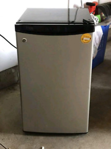 GE bar fridge for sale, perfect condition!