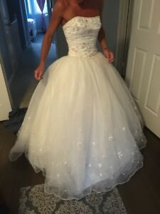 Size 4 wedding dress $400