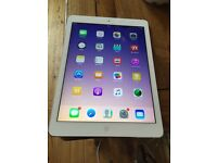 iPad Air lovely condition white and silver mint condition