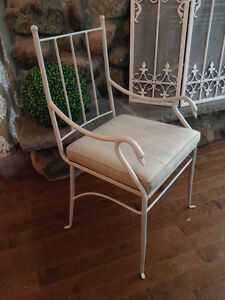6 gorgeous wrought iron chairs / 6 chaises en fer forger