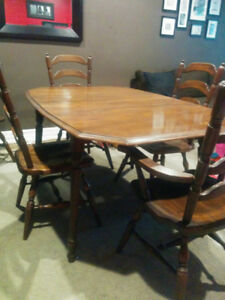 Dining Room Table and 6 Chairs - Solid Oak