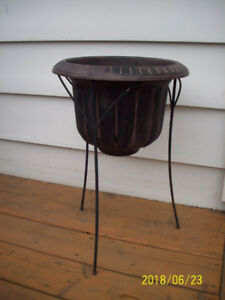 Indoor / Outdoor plants container on stand