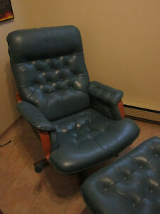 100% Genuine Leather  Swivel Rocker Recliner With Automan