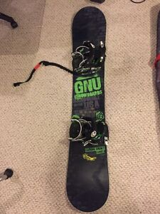 GNU Carbon Credit BTX 159 Snowboard Flow NXT Step in Bindings