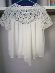 Cream colored blouse size med