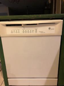 Réfrigérateur, cuisinière et lave-vaisselle