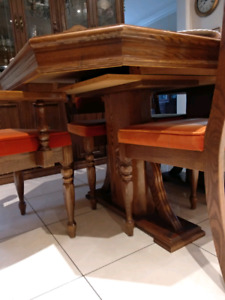 Wood dinning table with extender