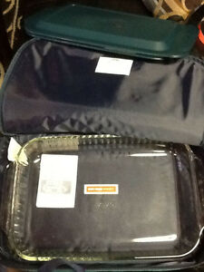 BRAND NEW! PYREX DISH Portable, suitcase & 2 Ice/Heat Paks $20