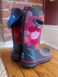 $70 Girls Size 1 Winter BOGS, new with tags in box