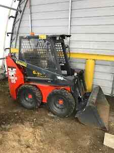 Mini Skid-Steer with very low hours ( 630hrs )  Must See !