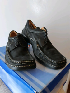 New. Men's casual, black leather shoe. SIZE 42/9.