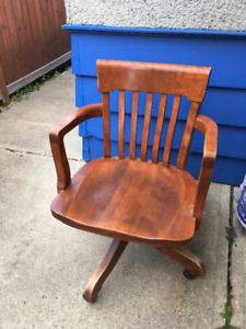 Classic style wooden office chair