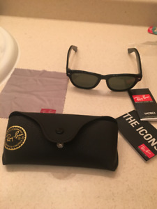Ray ban new wayfarer sunglasses in great condition