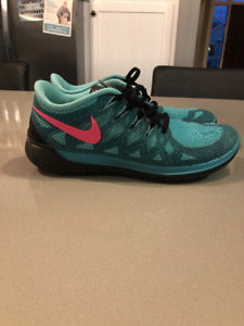 Nike Free Runs size 9.5 - LIKE NEW!!