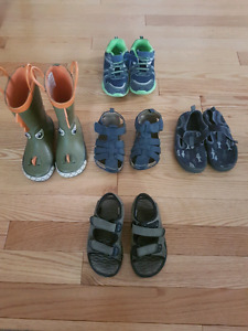 Boys shoes $3