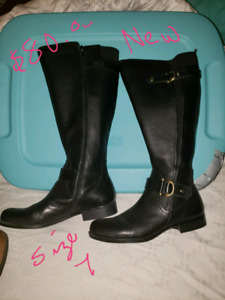 Lots of shoes and boots size 7-8