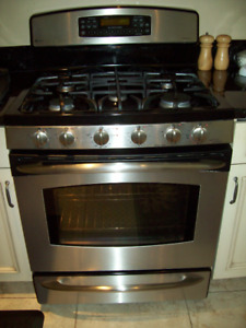 Almost new GE Profile convection stove  dual fuel  dual oven