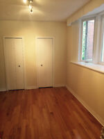 $1950 / 1br - 1 br + Den Awesome Brand New Reno