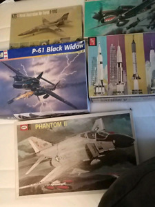 Vintage model airplanes and spacecraft
