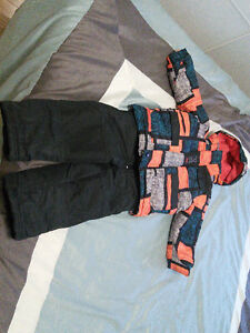 Snowsuit for a boy, size 2-3 T, 2 pairs of mittens, neck warmer