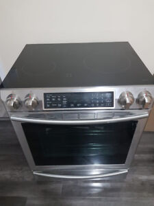 BRAND NEW SAMSUNG ELECTRIC STOVE FOR SALE $1900 OR BEST OFFER