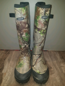 Camo Baffin rubber boots