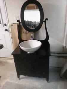 Meuble antique avec lavabo