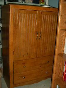 Commode fermée avec deux tiroirs