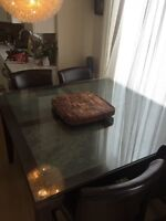 ***MOVING SALE ***Dining room table and 4 chairs