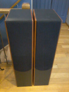 Mint condition KLH tower speakers