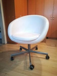 Chaise de bureau pivotante Ikea à vendre