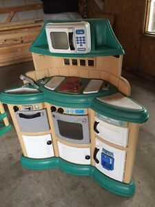 Children's kitchen (1 large and 1 small) Cambridge Kitchener Area image 2