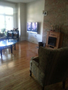 154 King Apt #2 - Close to Downtown, Hospitals and Queen's