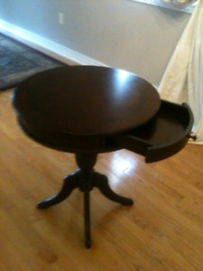 **** SOLID WOOD Round accent side table ****