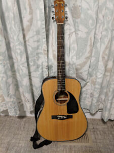 Acoustic Fender Guitar (Excellent Condition)