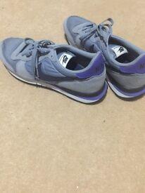 Nike uk size 10 trainers