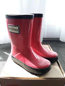 Stonz Rain Boots with Boots Liners US7